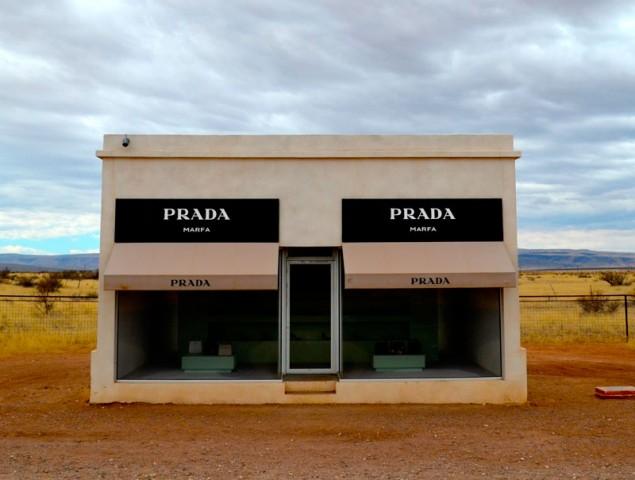 La 'no tienda' de Prada cumple 10 años en mitad del desierto de Texas