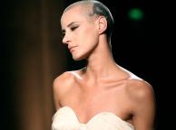 El nuevo reclamo de la pasarela: modelos con la cabeza rapada