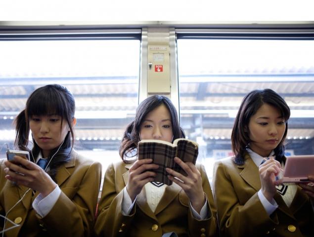 Seis formas de aprovechar tiempo en el transporte público