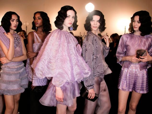 El lila será el color de la primavera (lo dice Armani Privé)