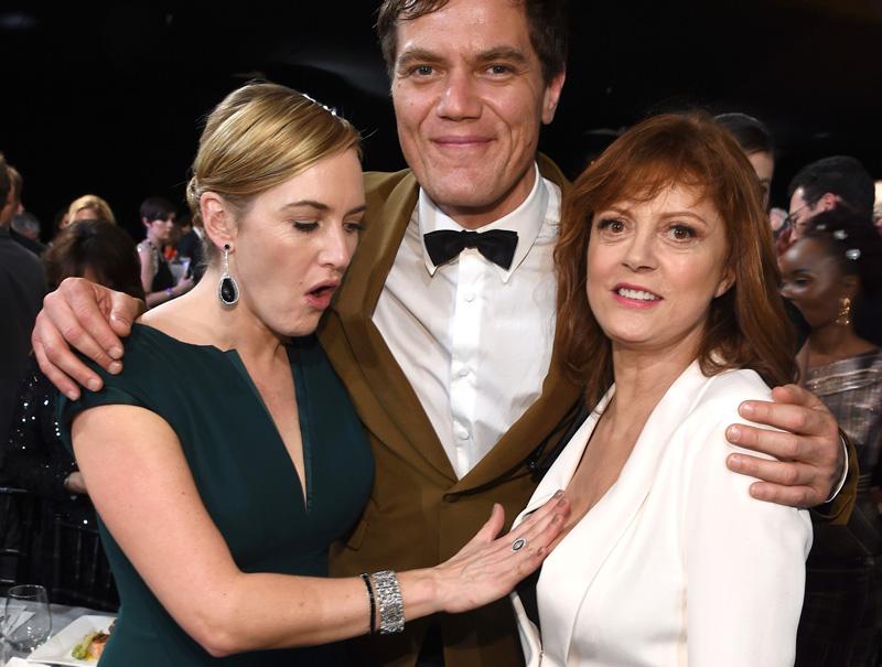 Kate Winslet, Michael Shannon y Susan Sarandon posan durante la gala de los premios que entrega el sindicato de actores.