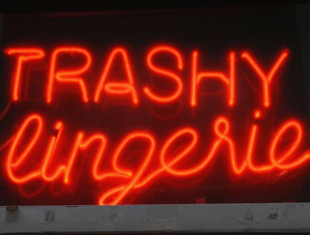 Qué hacer (y sobre todo que no hacer) cuando vas a un sex shop por primera vez