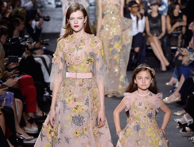 Elie Saab viste de princesas a madres e hijas