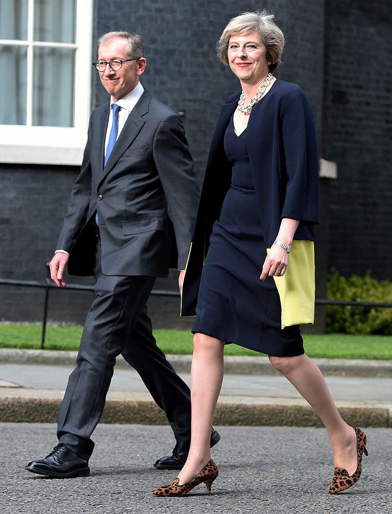 Theresa May zapatos leopardo