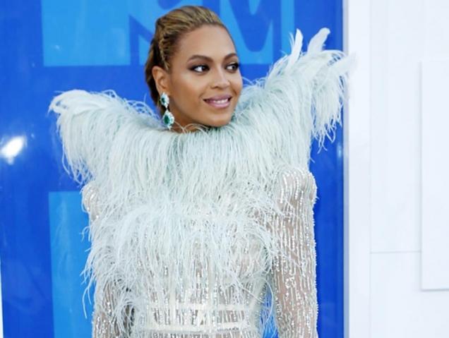 Todos los looks de los premios MTV VMA's
