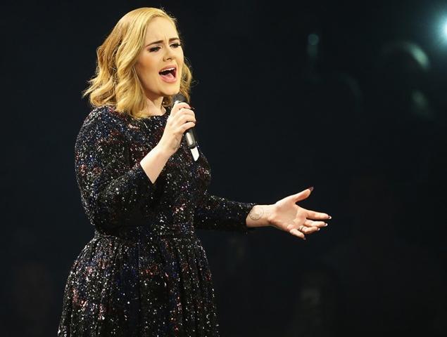 Adele quiere dejar los escenarios durante diez años para cuidar a su hijo