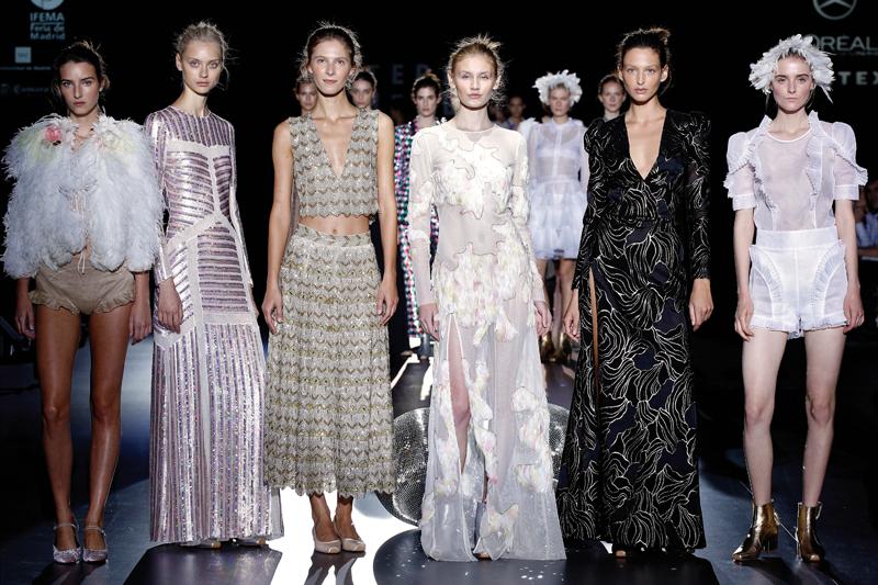 Algunos de los diseños de la última colección de Helbig, una fiesta en honor a sus 20 años en la moda.