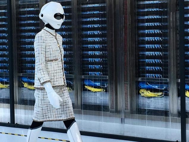 Robots y bolsos del futuro: así es la increíble era digital de Chanel