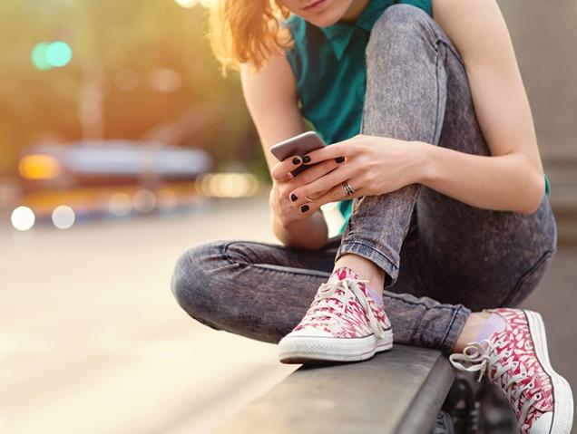 6 cosas que debes contarle a tu hijo antes de comprarle un móvil