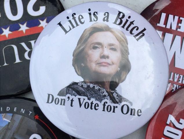 """""""La vida es muy puta. No votes a una"""": las camisetas más machistas de Donald Trump"""