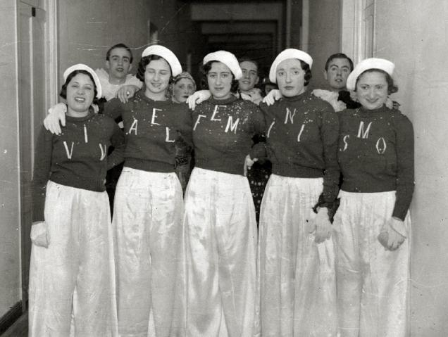 ¿Sabes quiénes son las mujeres de esta fotografía? Ayúdanos a contar su historia