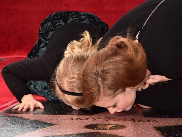 Amy Adams recibe su estrella en el Paseo de la Fama con su hija (y las fotos son adorables)