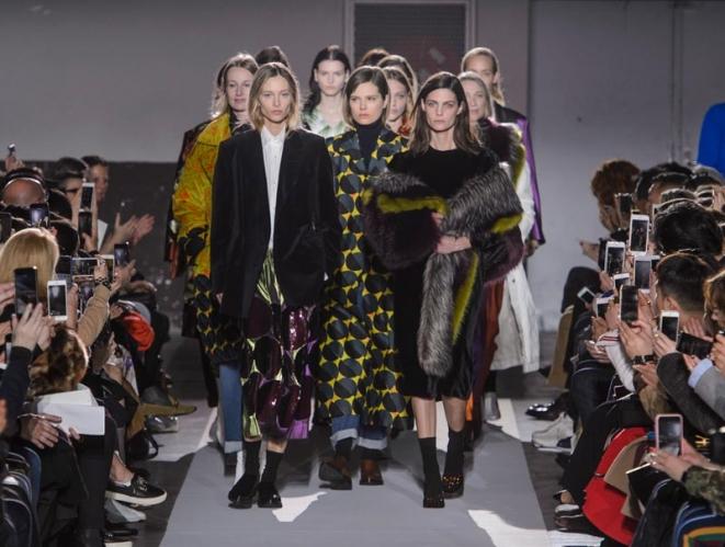 La lección de moda de Dries Van Noten en su poderoso desfile número 100