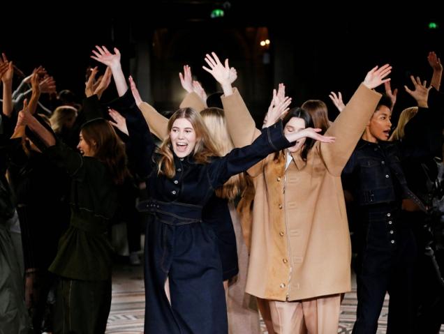 El homenaje a George Michael de Stella McCartney y otras formas curiosas de cerrar un desfile