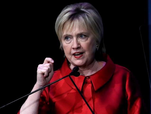 Internet se obsesiona con el nuevo flequillo de Hillary Clinton
