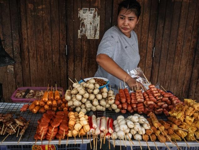 Claves para entender la cruzada contra la comida callejera de Bangkok