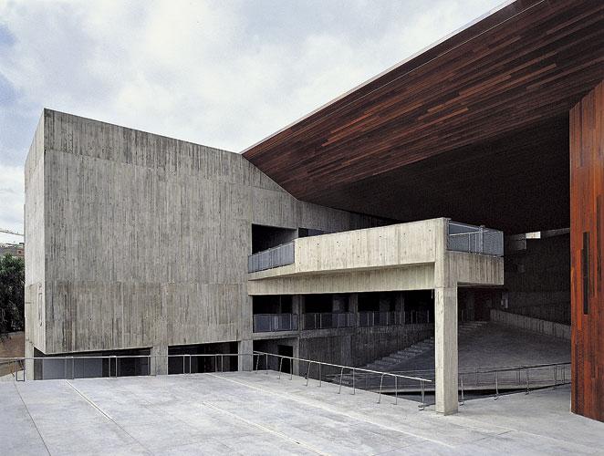 Sobrevivir la arquitectura en espa a s moda el pa s for La arquitectura en espana