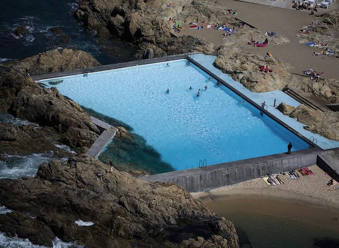 5 piscinas de agua poco corriente s moda el pa s for Piscinas oporto